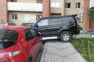 Парковка на тротуаре.