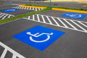 Можно ли парковаться на местах отведенных для машин инвалидов.