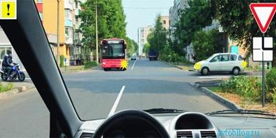 Знак при выезде на основную трассу