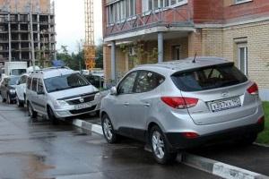 Какой грозит штраф за парковку на тротуаре.