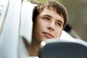 Со скольки лет разрешено вождение автомобиля.